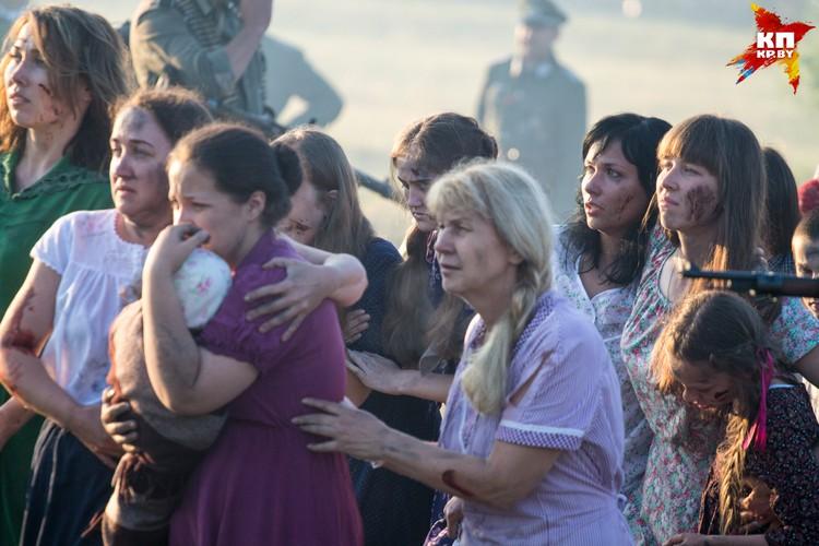 Пленные женщины кричали и плакали.
