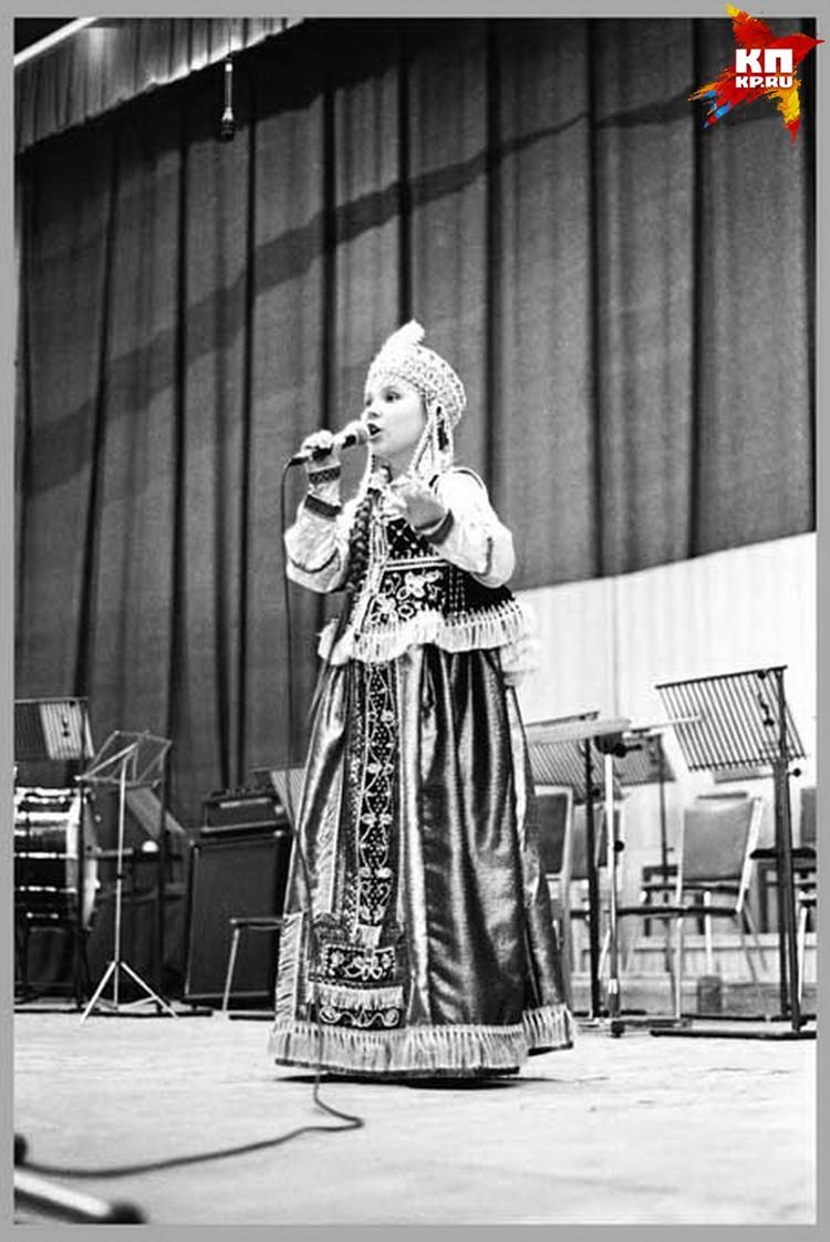 Пелагея выступает на сцене с 4 лет.