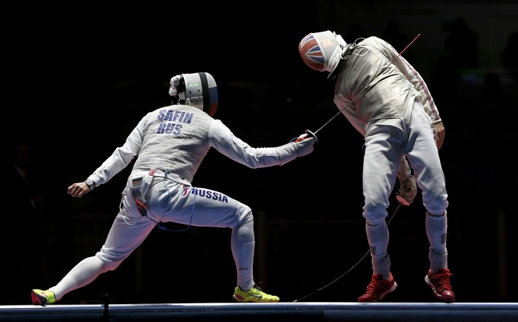 Россиянин расправился в поединке за 3 место с британским спортсменом.