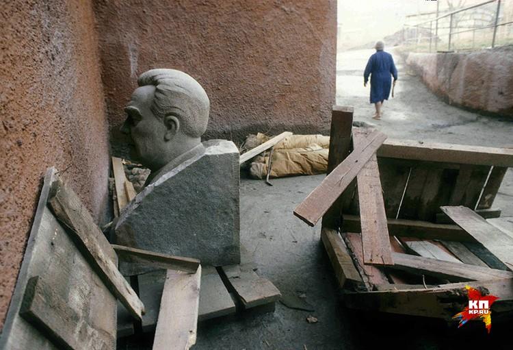 Политика Горбачева привела страну к катастрофе
