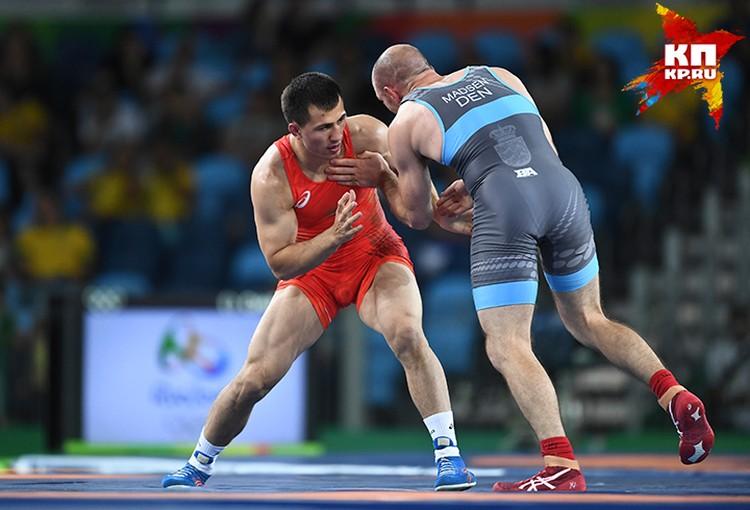 Роман Власов завоевал золотую медаль по греко-римской борьбе среди спортсменов весом до 75 килограммов