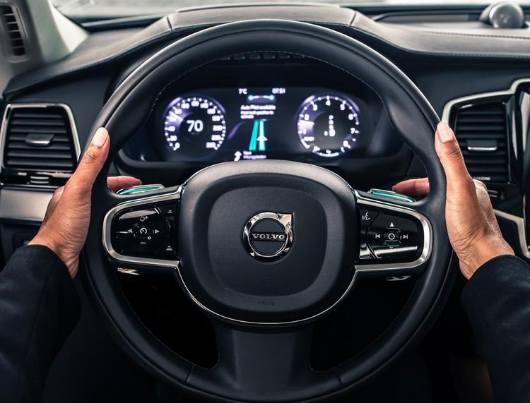 Volvo продолжает разрабатывать инновационные системы безопасности, в которых все возрастающую роль получает разработка программных продуктов.