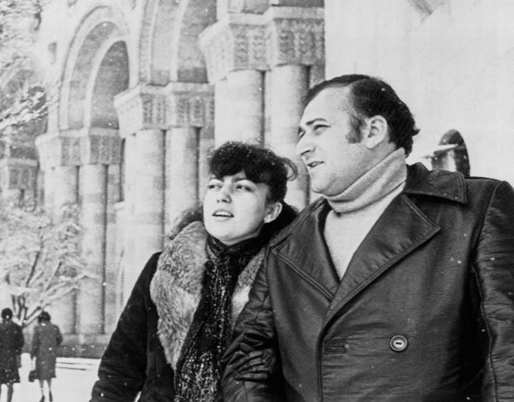 Шаварш Карапетян с женой Нелли. Фото Герберта Багдасаряна /Фотохроника ТАСС/