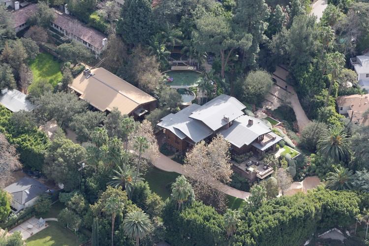 Семейное гнездо Джоли и Питта - их поместье в Восточном Голливуде. Фото: EAST NEWS.