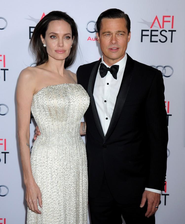 """Последний раз Анджелина и Брэд вышли вместе в свет в ноябре прошлого года - на премьере фильма """"Лазурный берег"""". Фото: EAST NEWS."""