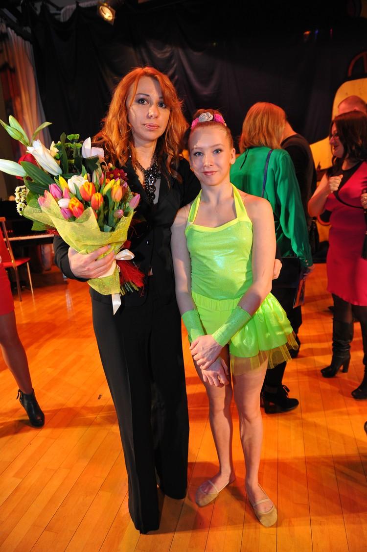 Алена с дочкой Ксенией Иратовой.
