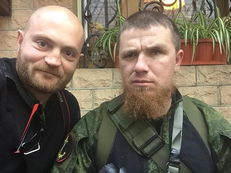 Это фото спецкор «КП» Александр Коц сделал во время командировки в ДНР - 1 октября нынешнего года. Моторола, он же Арсен Павлов - справа.