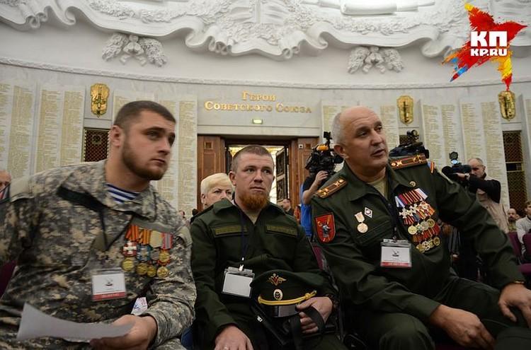 Моторола (в центре) на съезде организации Союз добровольцев Донбасса.