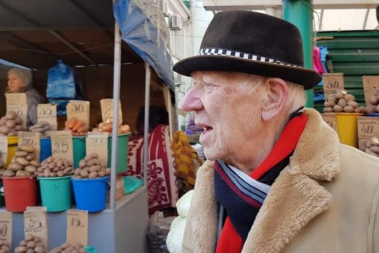 Артиста засняли на Центральном рынке. Фото: АГУРЕНКО Юрий