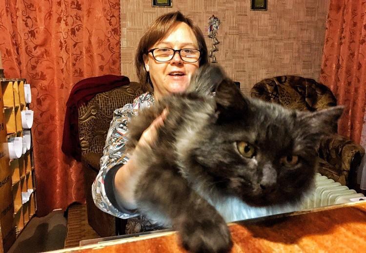 Администратор гостиницы в Вязниках и ее кот.