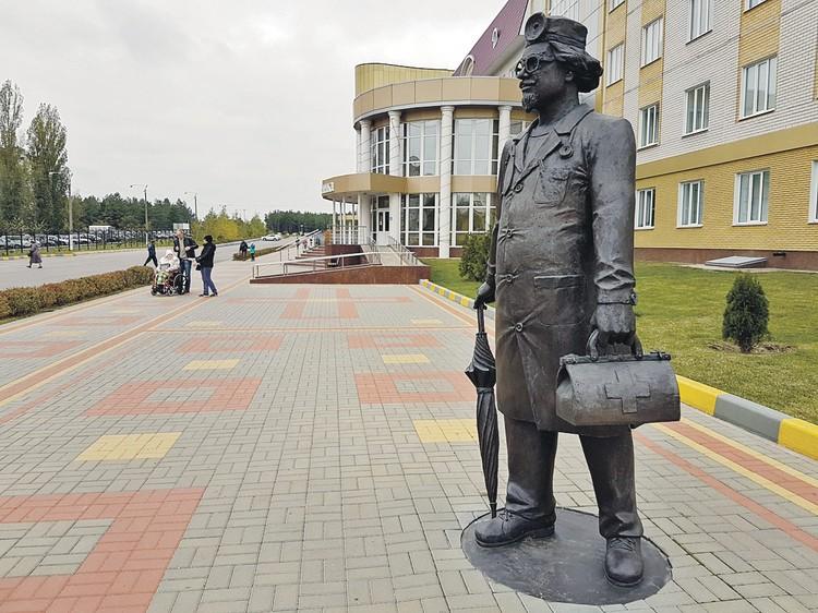 В Лисках нет очередей в детские сады, но есть ухоженные дороги и парки, а также новая больница со скульптурой доброго доктора у главного входа.