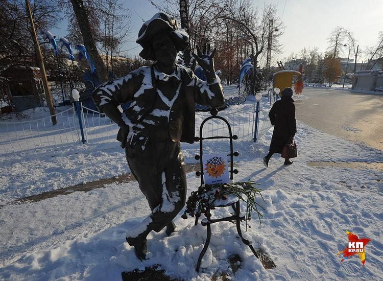 Единственный в России памятник Олегу Попову