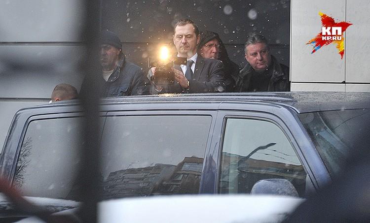 В этом автомобиле Улюкаева доставили в здание СК РФ.