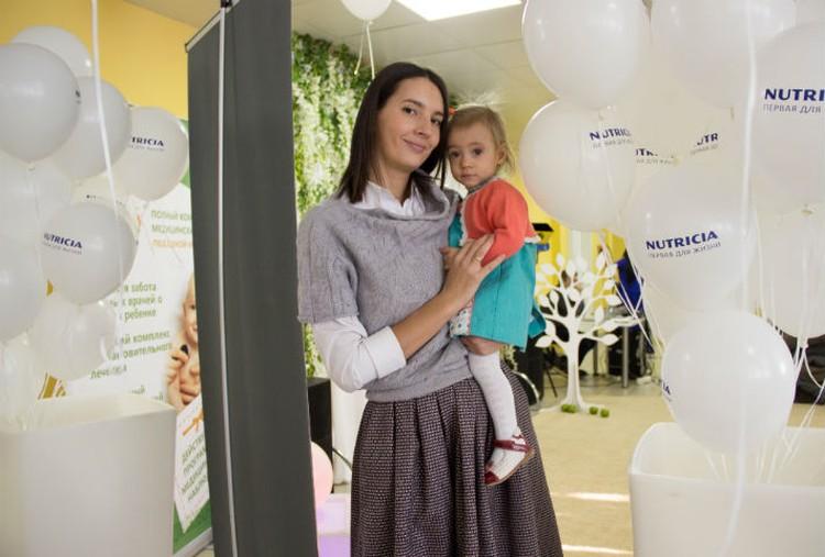 Сейчас Кира - общительная, жизнерадостная девочка Фото: Краевой центр охраны материнства и детства