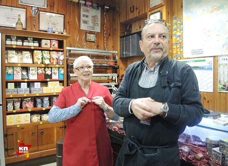 Мадам Аник и ее муж Марсель, хозяева магазина французских деликатесов в Кале, два года защищали свой магазин от вторжения арабских пришельцев