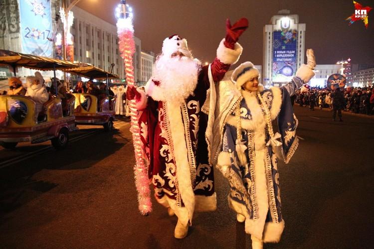 Приветствие Деда Мороза и Снегурочки на шествии