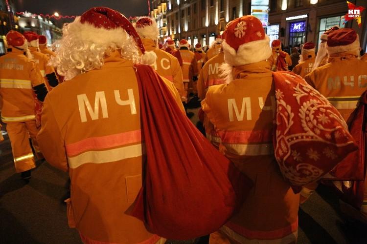 Специальный «отряд» Дедов Морозов от белорусских МЧС