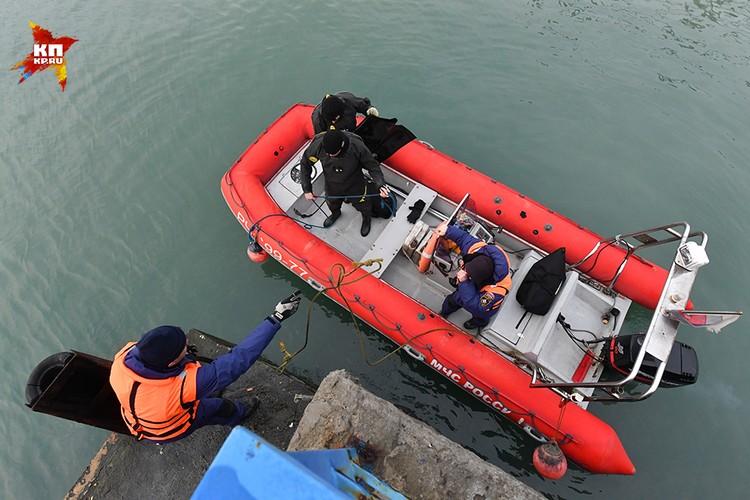 С момента трагедии над Черным морем уже прошло более суток, но однозначной картины происшествия пока нет