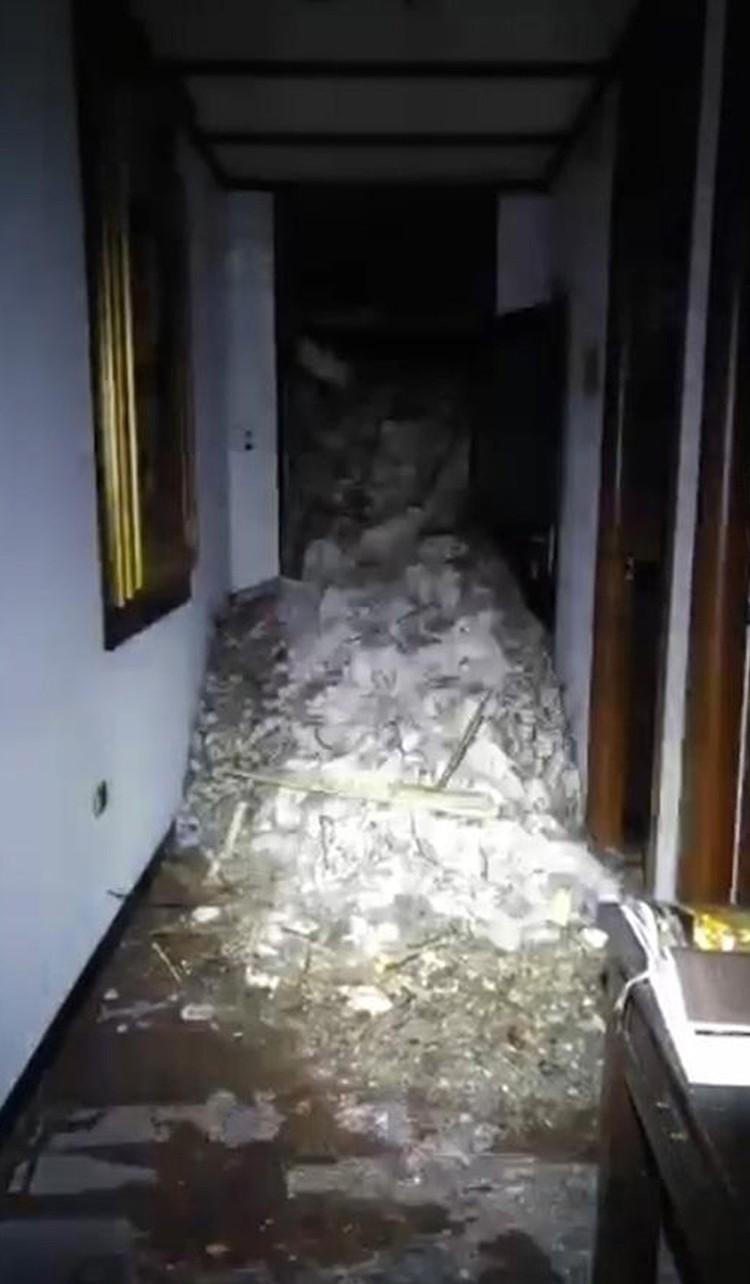 В итальянском отеле, погребенном под лавиной, есть дети