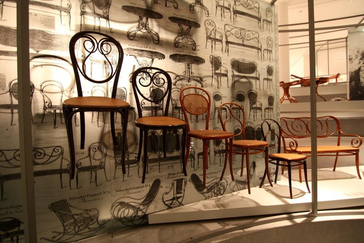 Знаменитая венская мебель.