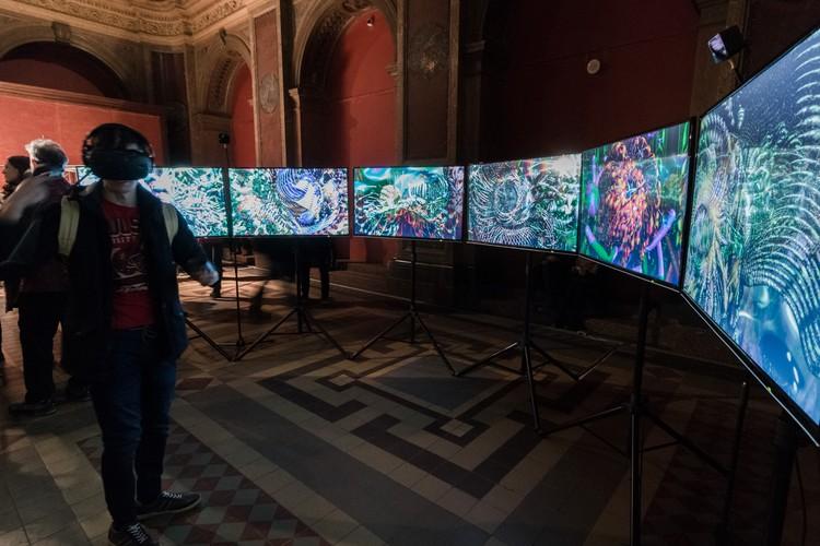 """Британец Уильям Лейтам создал """"MUTATOR"""", который отправляет зрителя в путешествие пол многомерному пространству. (Фото: Антон Хлабов)"""