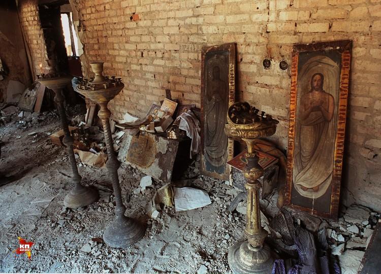 Храм Михаила Архангела в Грозном. Прошел две войны, но выстоял. Фото 2001 года