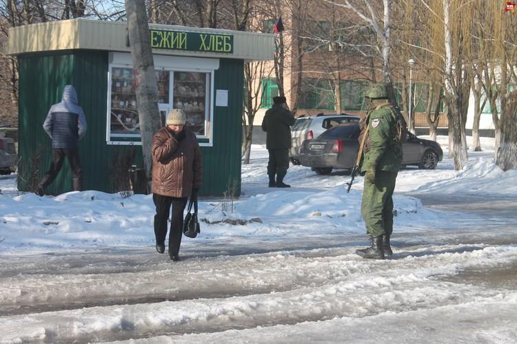 Местные жители, которые проходят рядом, не особо разговорчивые.