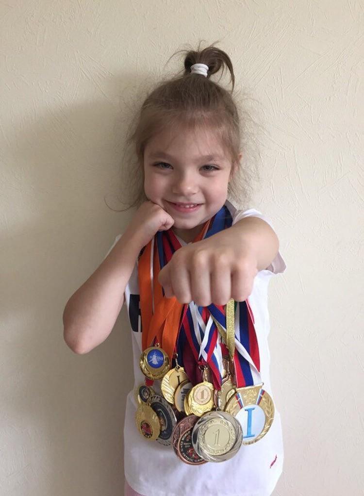 У Полины больше трех десятков медалей. Фото: страница Вконтакте Полины Бесединой.
