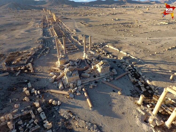 Разрушения древнего Тетрапилона Пальмиры