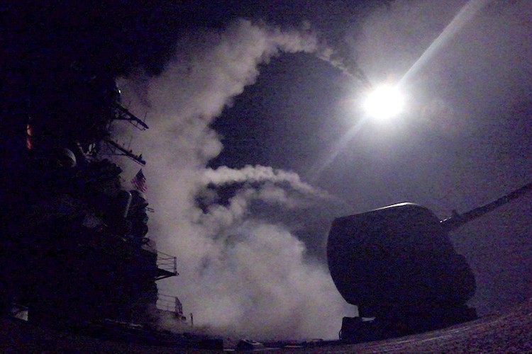 Пуск крылатой ракеты с борта эсминца Porter.
