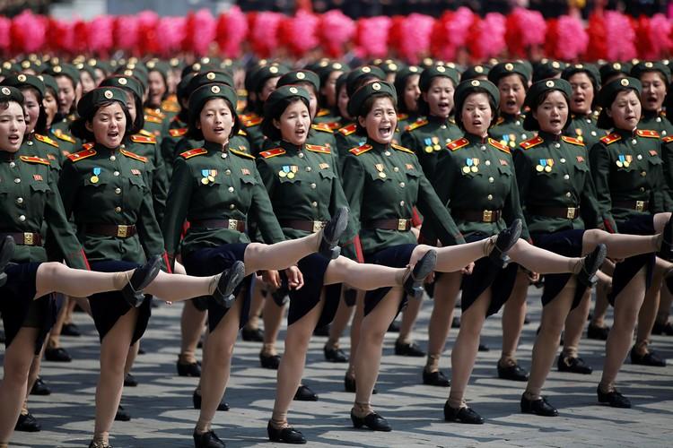 Этот парад был самым масштабным за всю историю Северной Кореи, по мнению экспертов