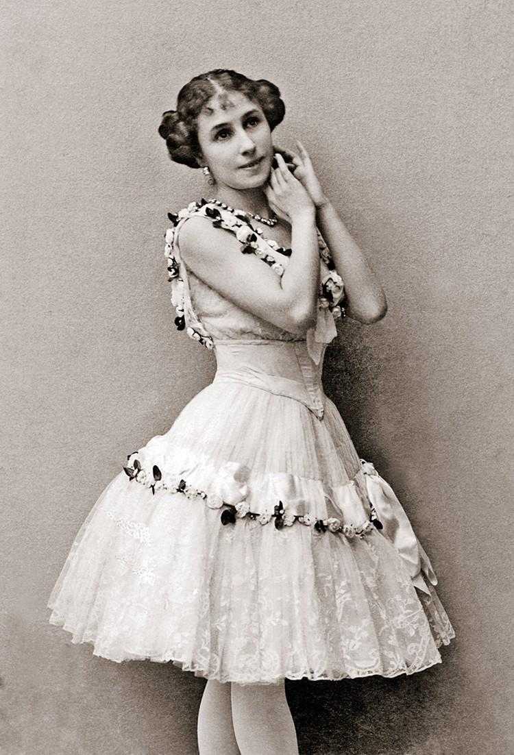 Кшесинская прожила долгую жизнь и скончалась в Париже в 99 лет.