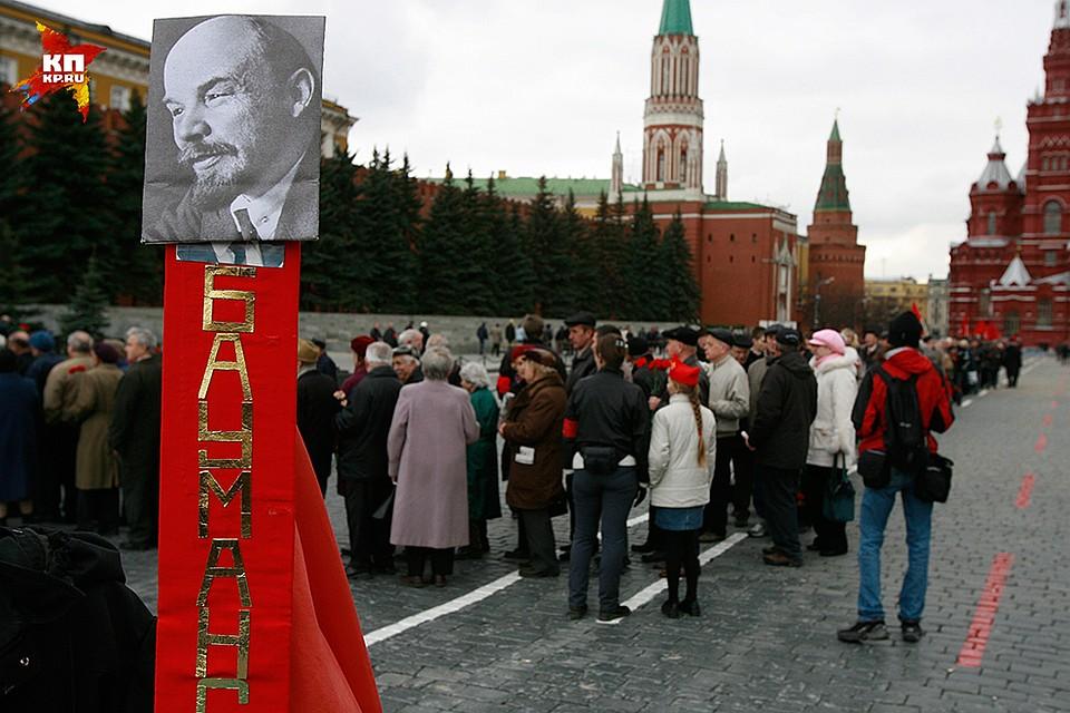 La linea inizia dalla torre Nikolskaya del Cremlino, termina al Museo storico Foto: Anatoly ZHDANOV