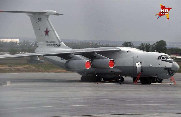 Самолёт-заправщик Ил-78 на аэродроме города Энгельс.