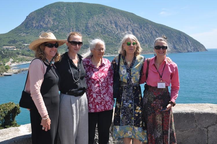 Члены делегации сделали снимок на память о Крыме.