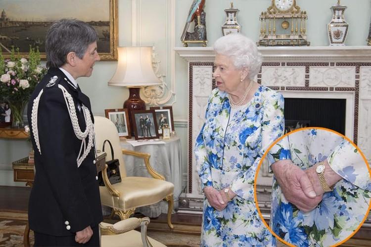 Елизавета на официальном приеме в Букингемском дворце