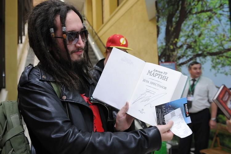 Андрей провел ночь в магазине и получил автограф самым первым