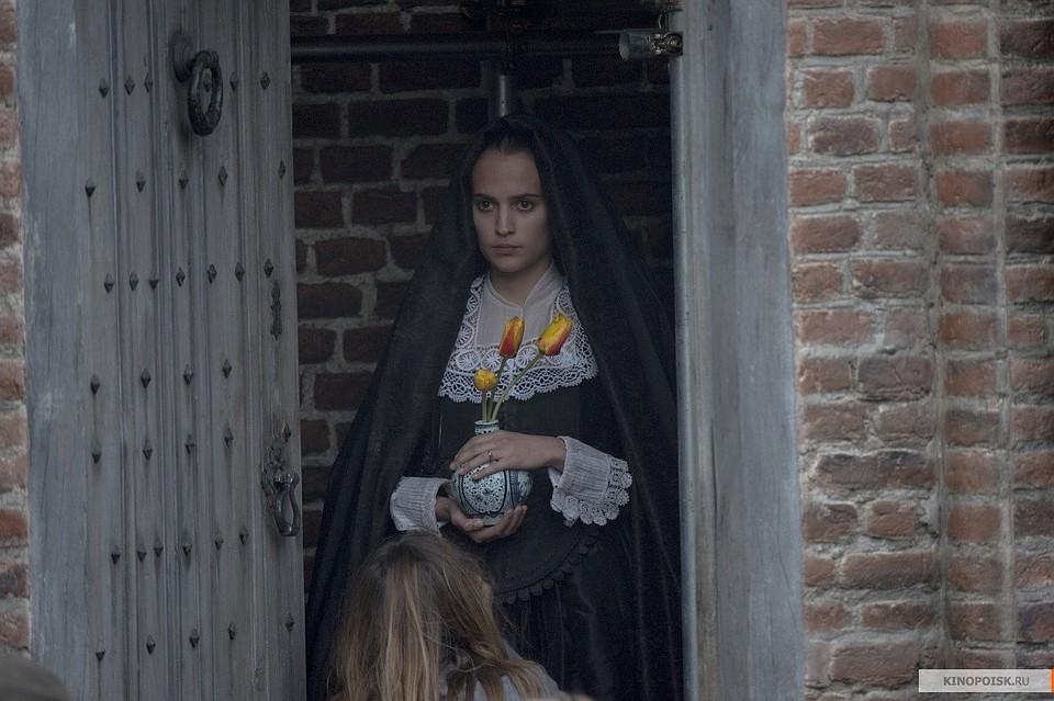 Обнаженная Лили Джеймс – Исключение (2020)