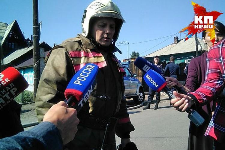 Алексей Богданов, замначальника ГУ МЧС региона. Сейчас спасатели рассматривают версию о том, что возгорание произошло на третьем этаже коттеджа