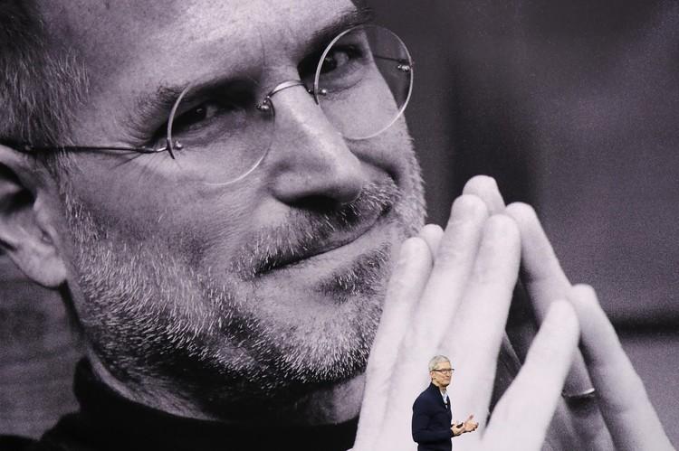 Десять лет назад Стив Джобс презентовал первый iPhone и сей факт не был обойден стороной.