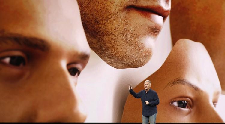 Система распознавания лица в 3D - главная особенность новинки от Apple. Разработчики уверяют, что технология доведена до совершенства.
