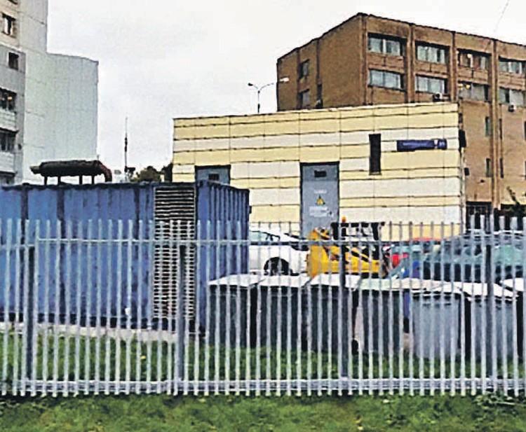В интернете по этому адресу на Хорошевском шоссе больница для животных. На деле трансформаторная будка. Фото: maps.google.com