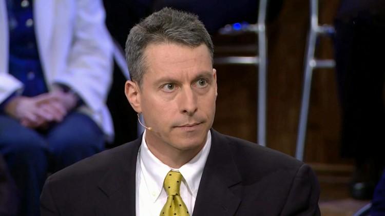 Американский журналист Майкл Бом часто посещает политические ток-шоу Первого канала.