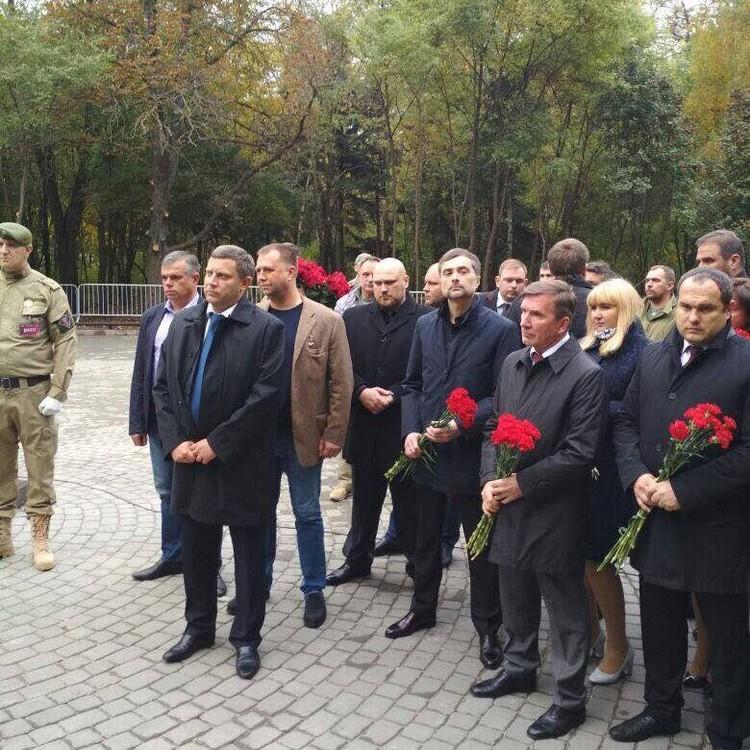 В церемонии приняли участие помощник Президента РФ Владислав Сурков. Фото: Facebook Анатолия Котлярова / Александр Волков.