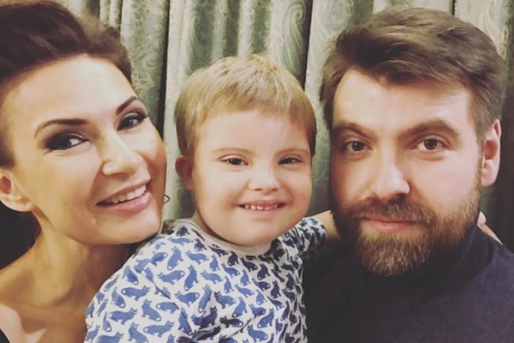 Александр отказывался давать интервью о семейной жизни и соглашался говорить только о сыне Семене. Фото: Инстаграм.