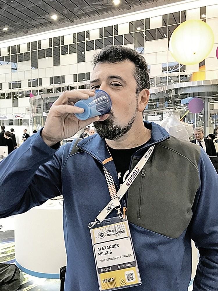 Субстанция в стаканчике напоминала еще не застывший алебастр. Фото: Личный архив А. Милкуса