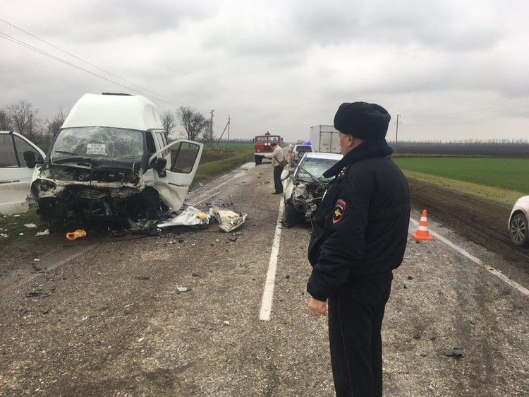 Авария произошла на трассе Азов - Ейск. Фото: ГУ МВД России по РО