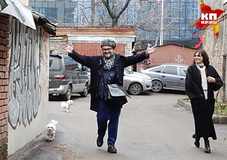 Александр Васильев в старом воронежском дворе.