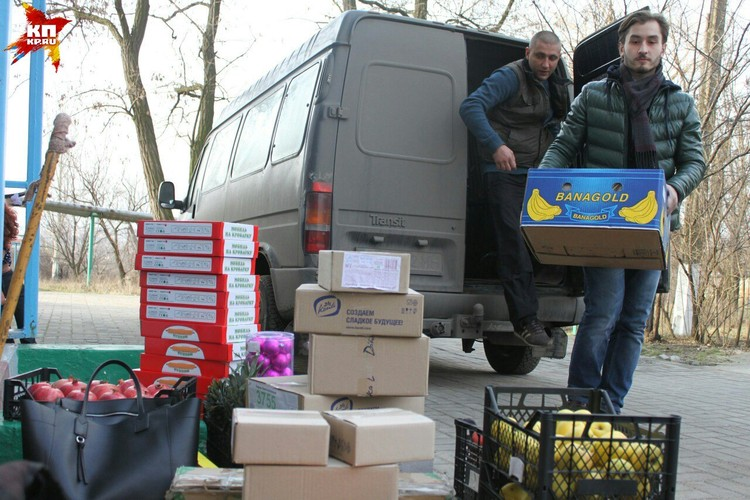 Благодаря нашим читателям мы смогли купить для детишек сладости, фрукты, игрушки и новогодние украшения