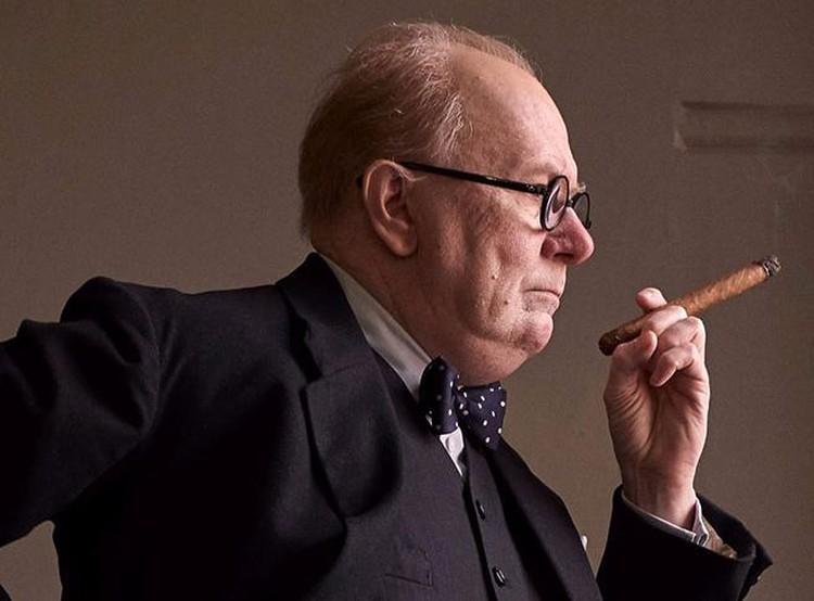 """Критики в восторге от роли Гэри Олдман в картине """"Темные времена"""", где актёр сыграл Уинстона Черчилля."""